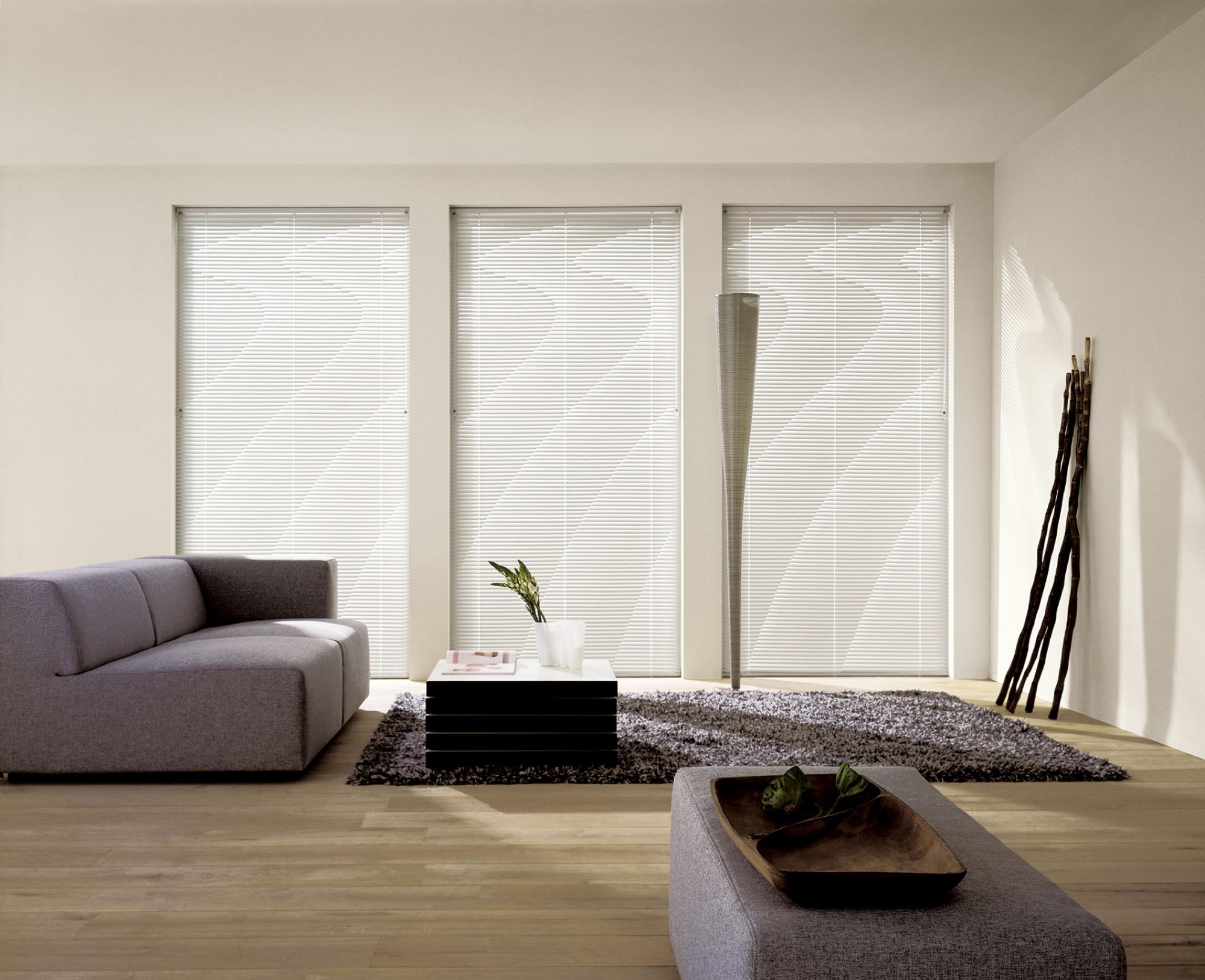 Jalousie-ambiente-wohnzimmer